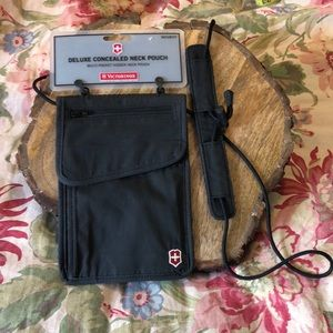 SWISS ARMY VICTORINOX Deluxe Concealed Neck Pouch